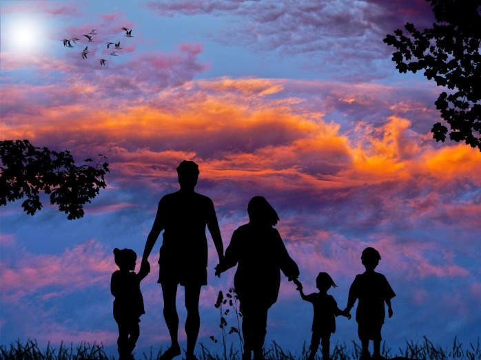 family-1517192_1920